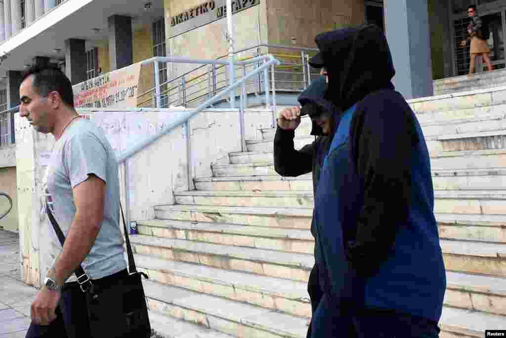 МАКЕДОНИЈА / ГРЦИЈА - Грчкиот Врховен суд го одби барањето на македонските власти за екстрадиција на Горан Грујевски и Никола Бошковски, обвинети во Македонија за случајот Таргет-Тврдина. Според судот, тие остануваат во Грција и ќе бидат ослободени од затвор.