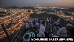 Hajj pilgrims visit Hiraa cave at Jabal al-Nour in Saudi Arabia on August 15 .