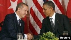 Туркия Бош вазири Ражаб Тоййиб Эрдўғон (ч) ва АҚШ Президенти Барак Обама, Ню Йорк, 2011 йил 20 сентябр.