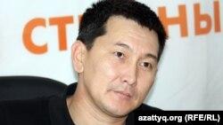 Журналист Лұқпан Ахмедьяров Азаттық радиосының онлайн-конференциясында. Алматы, 22 қазан 2012 жыл.