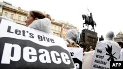 تظاهرات معترضان به استقرار طرح دفاع موشکی در پراگ، به هنگام سفر ماه آوریل باراک اوباما