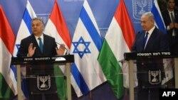 Виктор Орбан (слева) и премьер-министр Израиля Биньямин Нетаньяху