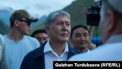 Алмазбек Атамбаев Кой-Таштагы үйүндө.