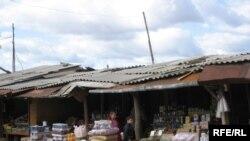 В 90-е годы на приграничной территории стихийно образовался так называемый Эргнетский рынок, привлекавший торговцев со всего Кавказа