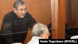 """Абдырзак Ильясов, бывший начальник регионального управления """"Батыс"""" погранвойск КНБ, в зале суда. Алматы, 19 декабря 2013 года."""