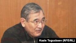 Бывший начальник управления погранвойск КНБ «Батыс» генерал Абдырзак Ильясов в зале суда. Алматы, 19 декабря 2013 года.