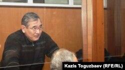 Абдырзак Ильясов, бывший начальник регионального управления погранвойск КНБ, в зале заседания военного суда. Алматы, 19 декабря 2013 года.