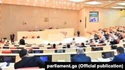 Начиная с сегодняшнего дня в распоряжении парламента остается шесть дней, чтобы объявить доверие нынешнему составу правительства
