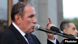 Armenia -- Opposition leader Levon Ter-Petrosian speaks during a rally in Liberty Square, Yerevan, 30Apr2013.