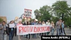 'Peglanjem' protiv 'diktature'