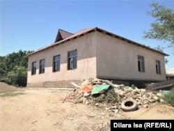 Новый дом Мади Калкожаева, в котором идут малярные работы.