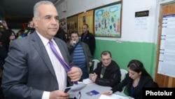 Kreu i opozitës armene, Raffi Hovannisian.