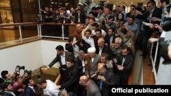 هاشمی در وزارت کشور؛ عکس از تسنیم