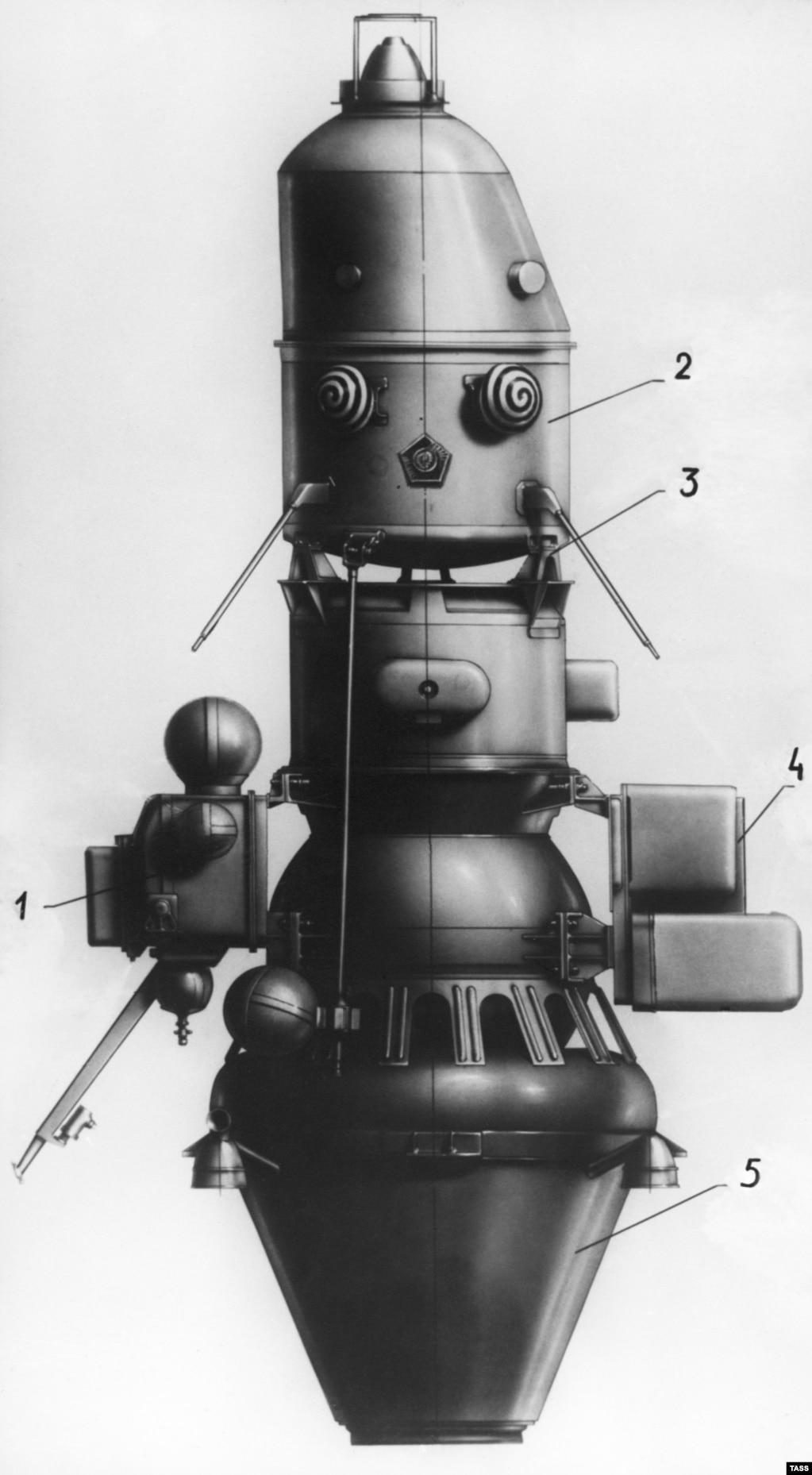 """Зловещие клоунские глаза советской """"Луны-10"""" вряд ли можно назвать привлекательными. Но ее миссия была прорывом в гонке за освоение космоса. Это был первый аппарат, облетевший Луну."""