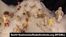Антикварні новорічні прикраси у Державному музеї іграшки