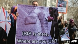 آشوريون يحتجون امام مبنى الامم المتحدة في طهران 12 آذار 2015