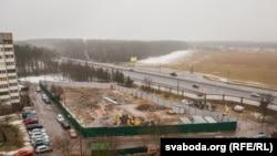 Курапацкі лес і агароджаная будоўля, супраць якой пратэставалі актывісты і мясцовыя жыхары