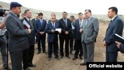 Усмон Сабзов ҳамроҳи раисиҷумҳур ва нахуствазир дар Ҳисор