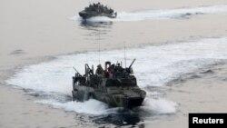 Nave militare americane în Golful Persic, în timpul exercițiilor internaționale IMCMEX