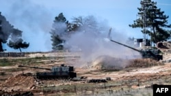 Залп танков в сторону Сирии у приграничного с Сирией турецкого города Килиш. 16 февраля 2016 года.