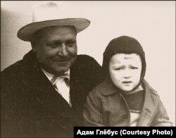 Браніслаў Кісель з унукам, Уладзімерам Адамчыкам (Адамам Глёбусам), 1961 год