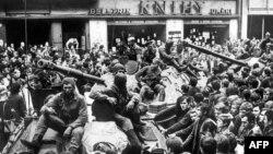 Չեխոսլովակիա, 25-ը օգոստոսի, 1968թ․ - Խորհրդային տանկերը Պրահայի կենտրոնում