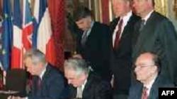 Ustav BiH je sastavni dio Dejtonskog mirovnog sporazuma za BiH, potpisanog u decembru 1995. godine. Ustav nije mijenjan od kada je sačinjen Dejtonski sporazum.