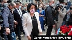 Саломе Зурабишвили у мемориала погибшим 9-го апреля