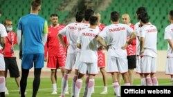 Сборная Таджикистана играет с командой Ирака. Фото Федерации футбола Таджикистана.
