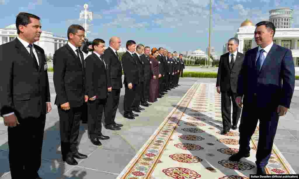 28 июня 2021 года в Ашхабаде состоялась официальная церемония встречи президента Кыргызской Республики Садыра Жапарова с президентом Туркменистана Гурбангулы Бердымухамедовым.