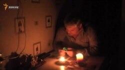 Как крымчане второй день живут без света (видео)