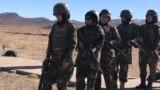 شماری از سربازان زن در اردوی پیشین افغانستان در جریان تمرینات نظامی