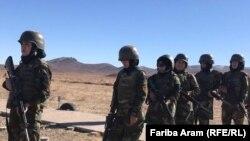 شماری از سربازان زن در ارتش افغانستان در جریان تمرینات نظامی
