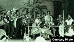 Карибские танцовщики на первом карнавале в Ноттинг Хилл. 1964 год