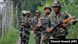 Ushtarë indianë në Kashmir