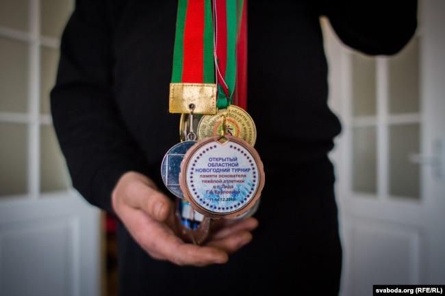 Медали умершего парня