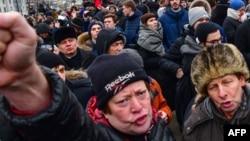 """Оппозициялық саясаткер Алексей Навальныйдың жақтастары """"Сайлаушылар ереуілі"""" қарсылық акциясында. Мәскеу, 28 қаңтар 2018 жыл."""