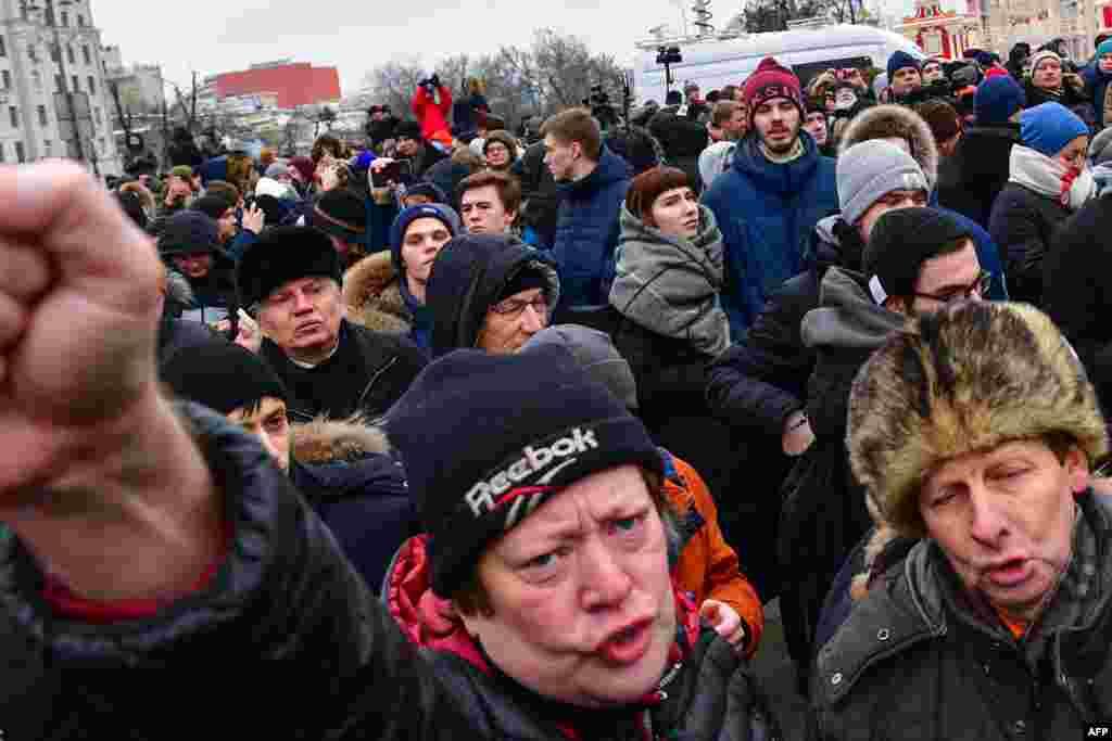 Самые массовые шествия прошли в Москве и Санкт-Петербурге.