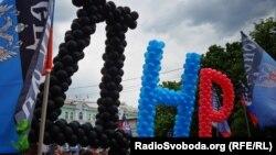 Падчас сьвяткаваньня гадавіны так званага «рэфэрэндуму» ў «ДНР», 11 траўня 2015 году