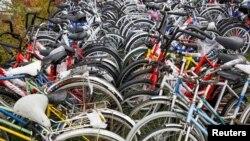 ნახმარი ველოსიპედები ნორვეგიის სასაზღვრო პუნქტ სტორსკოგში.