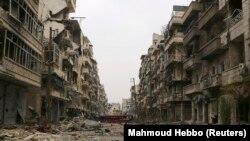 Сирия - Превратившиеся в руины здания на одной из улиц Алеппо, декабрь 2014 г.