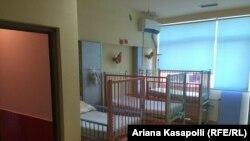 Një dhomë e pacientëve në Klinikën e Pediatrisë