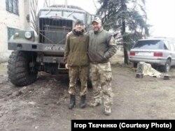 Брати Роман та Ігор Ткаченки, березень 2016 на базі ДУК ПС на Донбасі