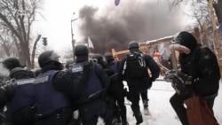 Сутички під Радою між поліцією та мешканцями наметового містечка (відео)
