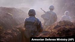 Армянские военнослужащие несут боевое дежурство на Тавушском участке границы с Азербайджаном, 14 июля 2020 г.