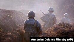 Группа армянских военных в районе боестолкновений, 14 июля