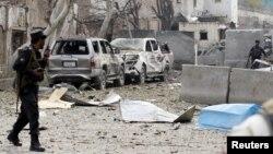 حضور پلیس افغانستان مقابل کنسولگری هند در جلالآباد