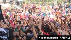 طلاب مؤيدون للاخوان المسلمين في القاهرة