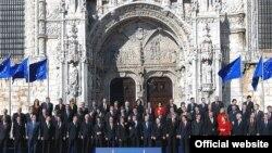 Лиссабон келишимине 2007-жылдын 17-декабрында ЕБнын Лиссабондогу саммитинде кол коюлгандан кийинки сүрөткө түшүү салтанаты.