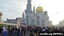 У Соборной мечети в Москве. Иллюстративное фото.